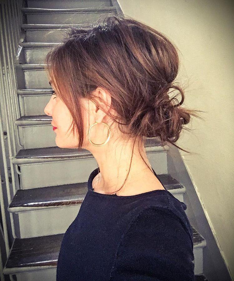 """Daphne Narcy en Instagram: """"El desorden al comienzo de la semana 🙋🏼 hecho en cabello natural, ¡tan liso! Buen final del día! #hairstyle #messyhair #messybun «"""