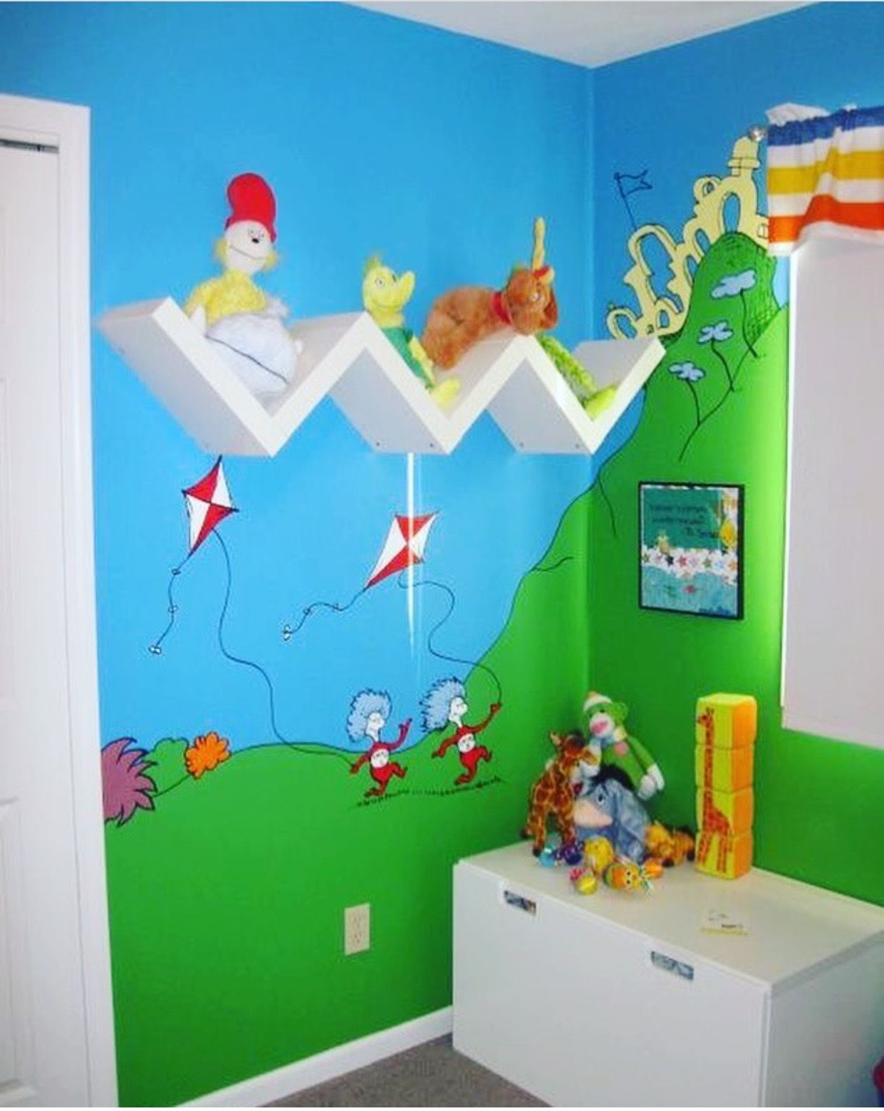 Dr Seuss Room Decorating Ideas from i.pinimg.com