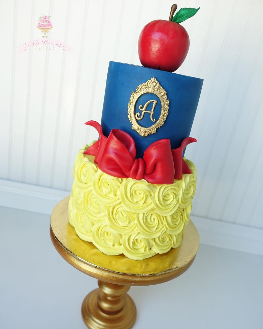 "Little Hunnys Cakery on Instagram: ""Snow White"