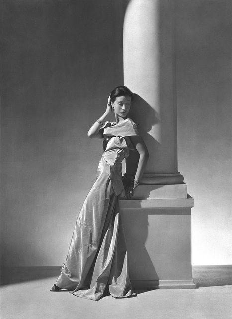HOYNINGEN-HUENE Vionnet Fashion - Paris - Toto Koopman, 1934