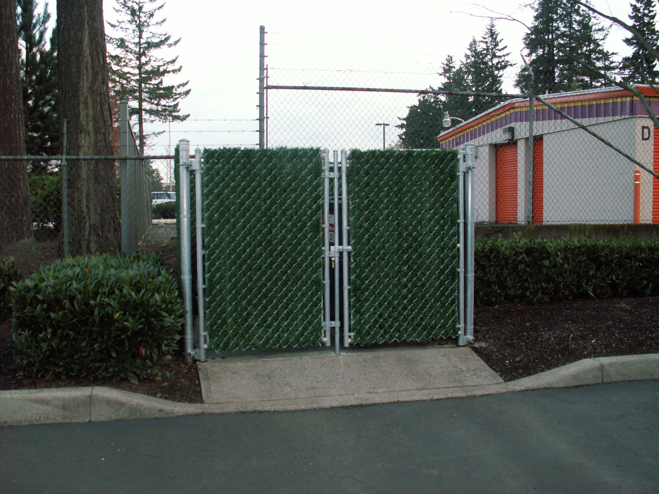 Looking For A Good Way To Hide A Trash Enclosure Try Our Privacy Hedge Slats Superior Fence Construction 503 760 7725 Fence Construction Privacy Hedge Fence