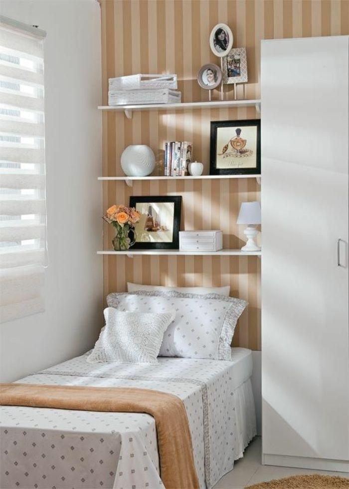 Schon Kleines Schlafzimmer Einrichten Einzelbett Offene Wandregale Wanddeko  Tapete Streifen