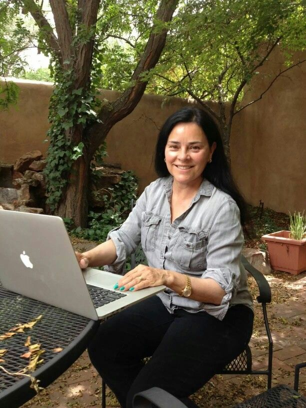 Diana Gabaldon, such an amazing and awesome author of the Outlander Series! Tweeting answers to her fans the day before the premier of Outlander!