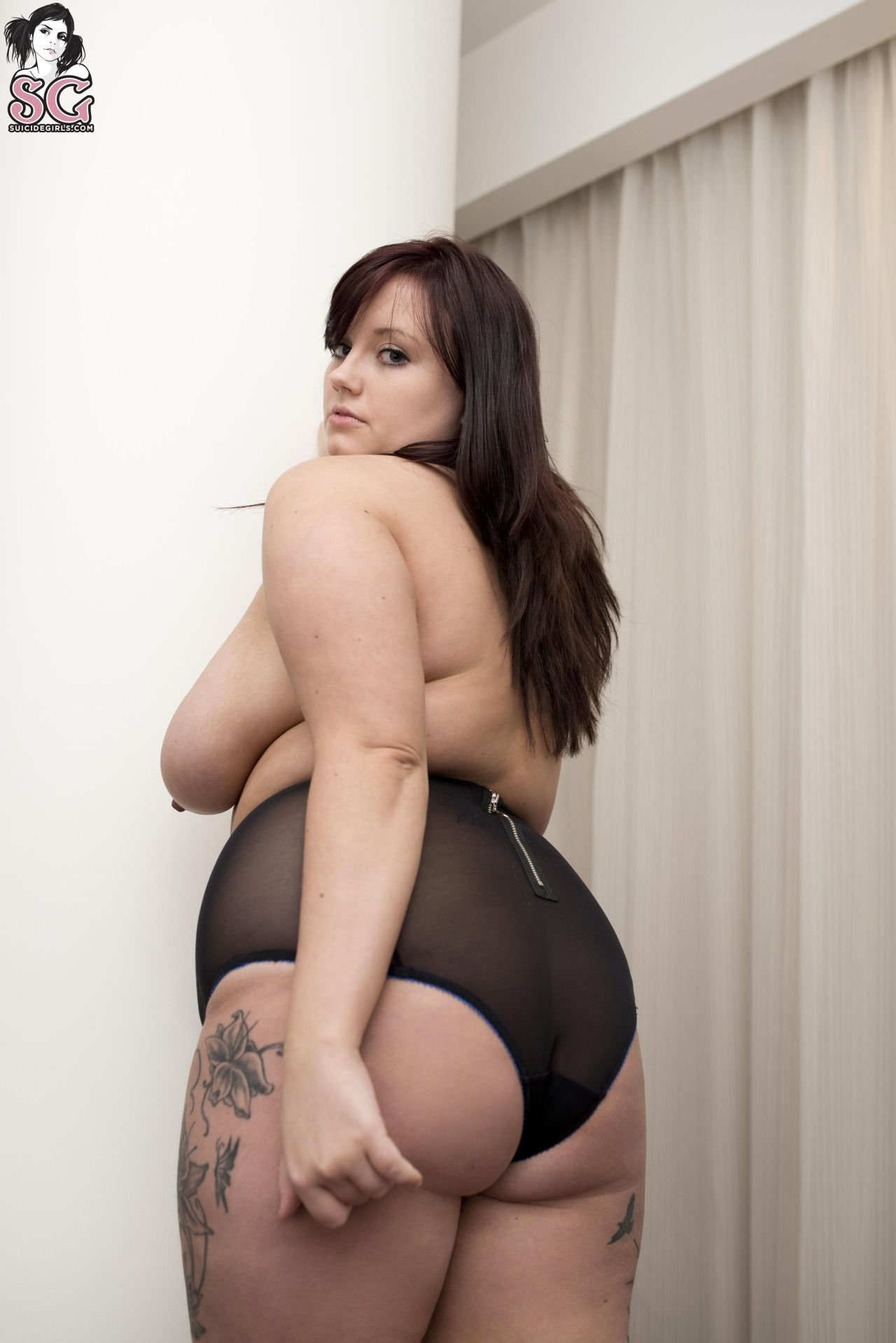 voluptuous Nude women curvy