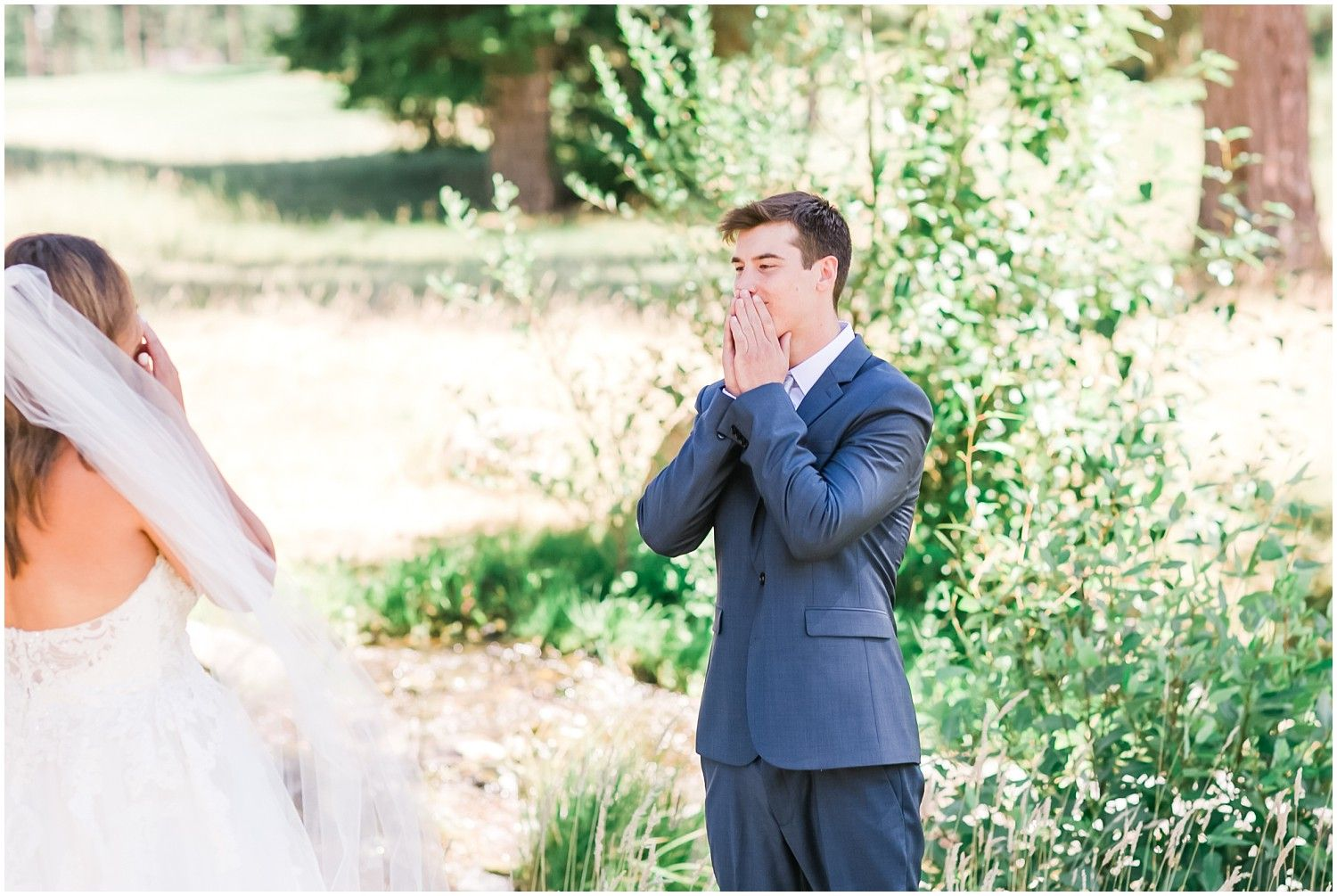 Such an adorable and heart felt first look between the bride u groom