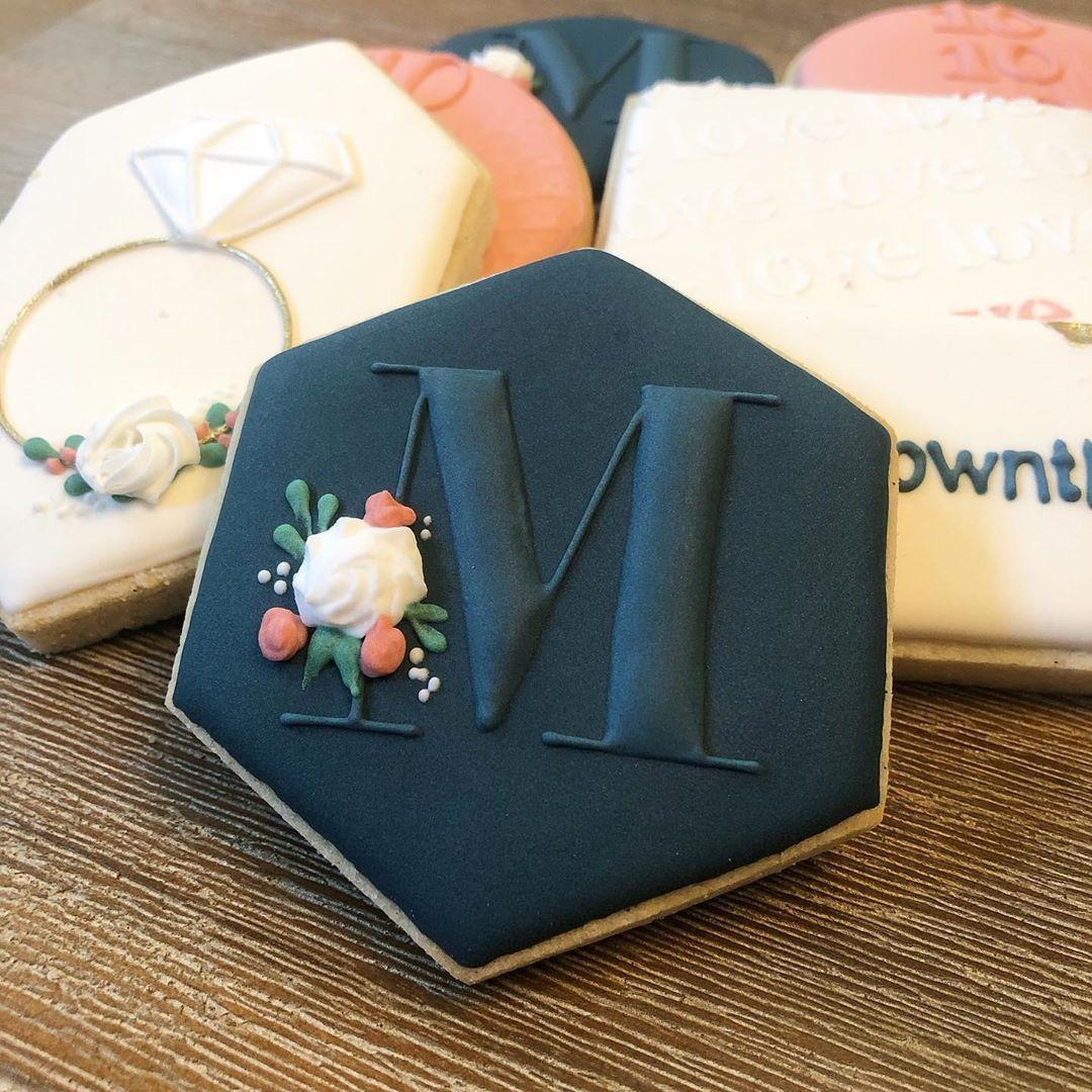 "Six One Four Sweets on Instagram: ""s i m p l e & s o p h i s t i c a t e d 🖤 . . . . #monogramcookies #bridalshowercookies #decoratedsugarcookies #cookiesofinstagram…"""