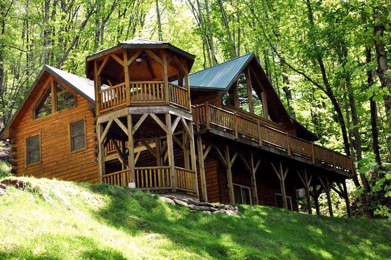 Bear Moon Lodge Cabin In Whittier Nc Right Outside Of Cherokee Cottage In The Woods Cabin Luxury Log Cabins