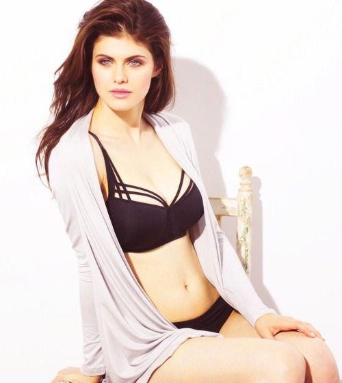 Beautiful, Sexy And Very Dangerous  Alexandra Daddario  Alexandra Daddario -2358