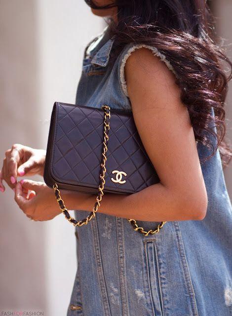<3 Chanel black clutch :) ff Lara Medic