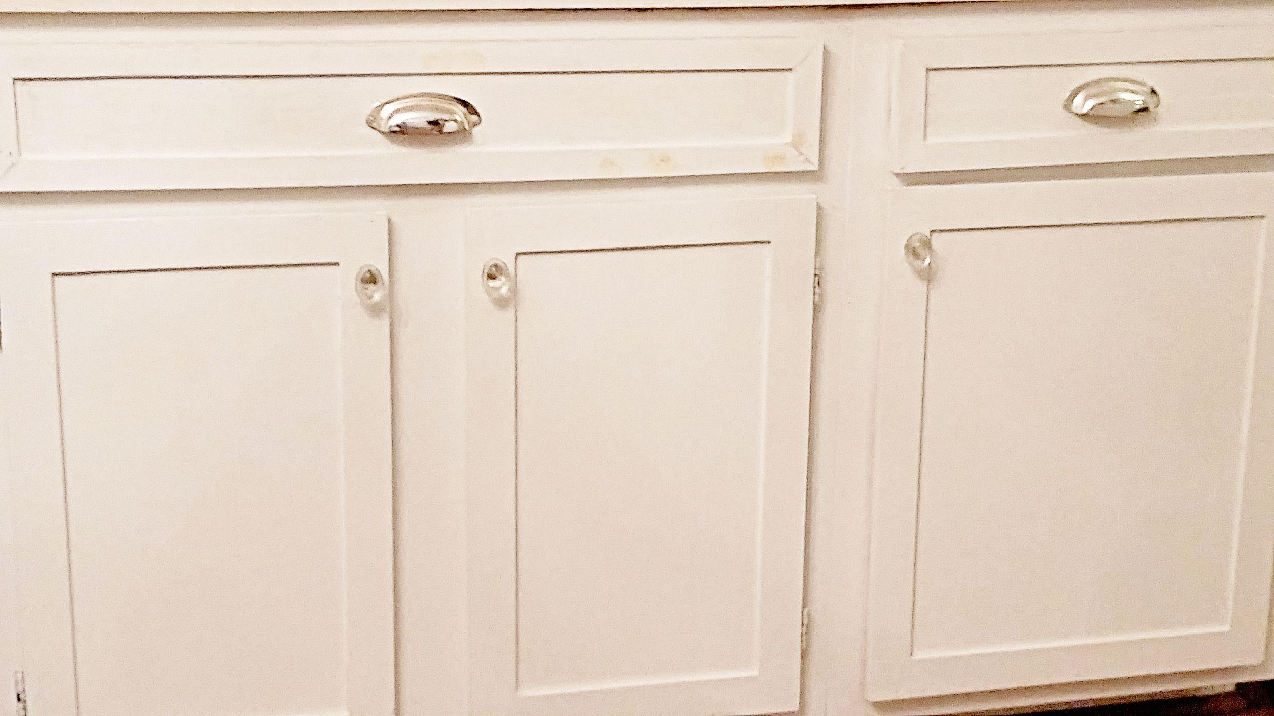 Elizabeth Burns Design Diy Shaker Trim Update Flat Panel Cabinets 50s Cabinet Makeover Before A Cabinet Trim Flat Panel Cabinets Kitchen Cabinets Makeover