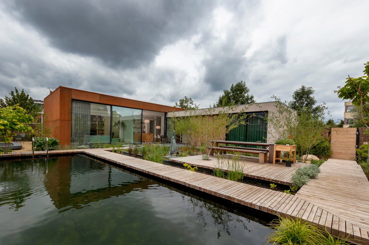 Studio Public recently completed a modern bungalow in Utrecht, The Netherlands, that's more than energy neutral as it sends power back to the supplier.