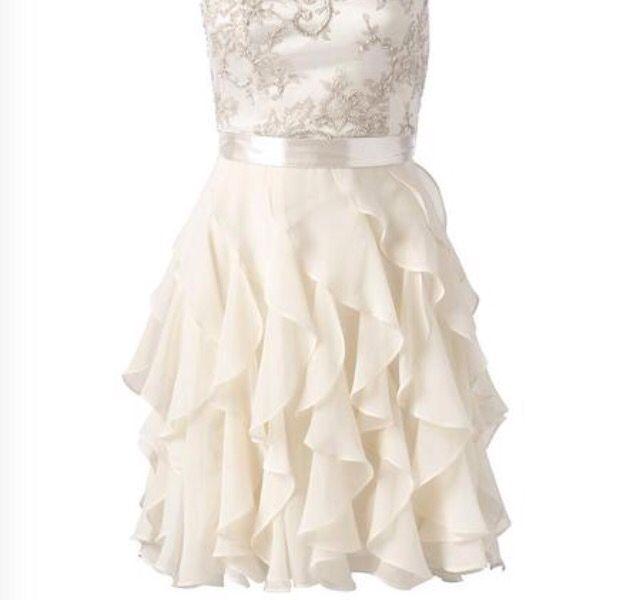 Ich finde es ein sehr schönes Kleid was man z.b. Als Blumenmädchen ...