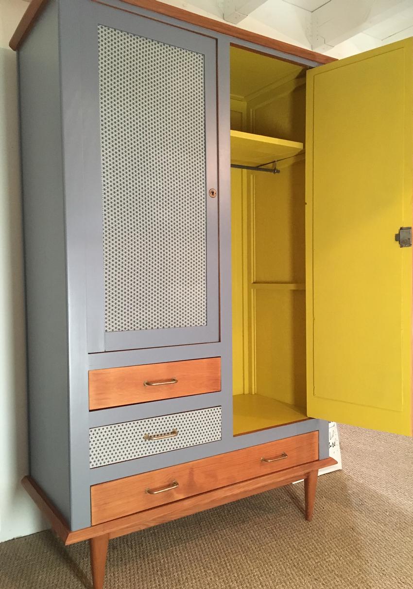 L\'armoire vintage Félicie a été entièrement restaurée. Ses couleurs ...