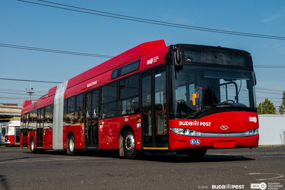 trolleybus solaris in budapest hungary green mobility electric bus shinny red bkk. Black Bedroom Furniture Sets. Home Design Ideas
