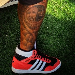Shemar's tattoo on his leg