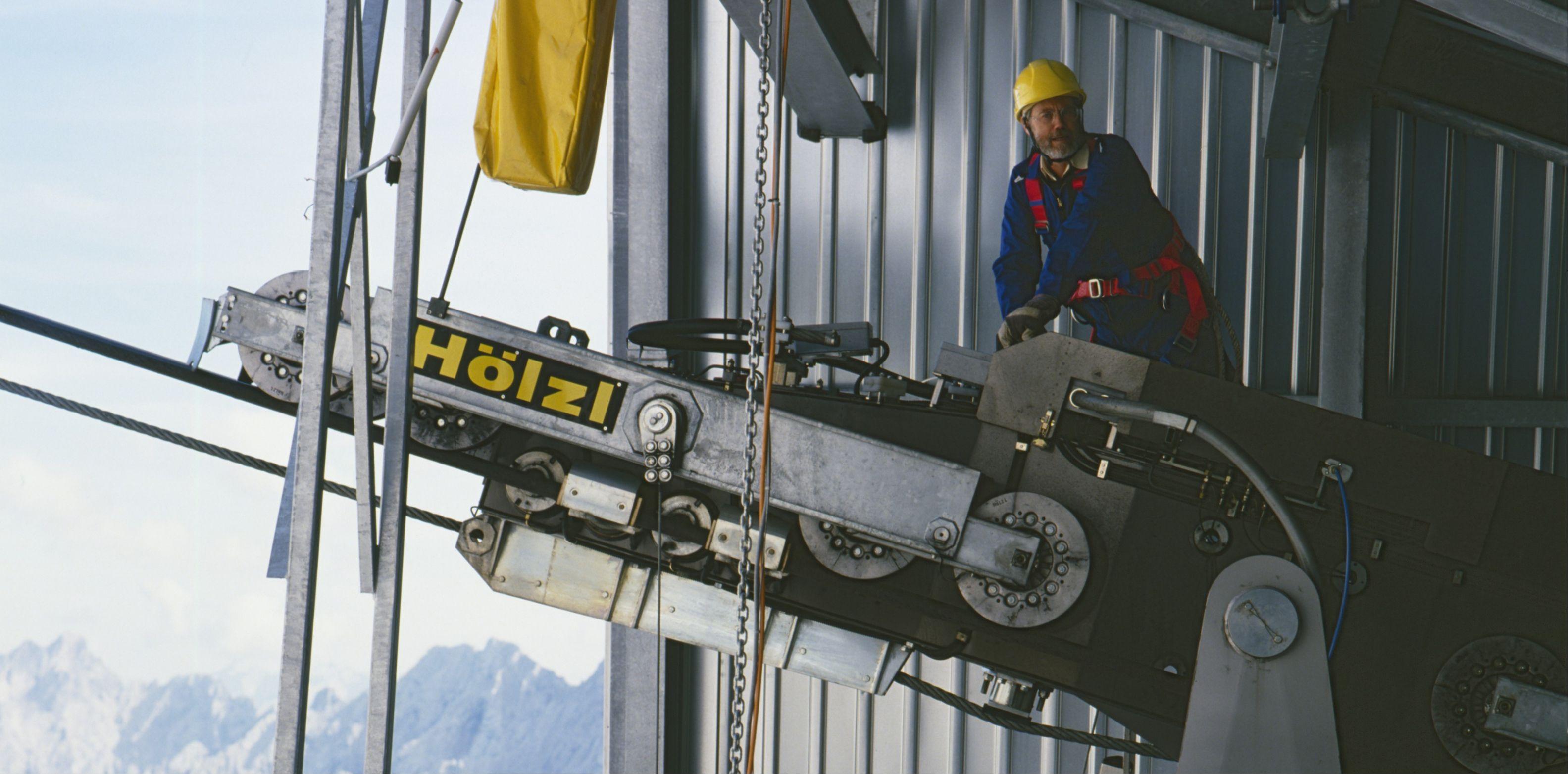 Technische Ausfälle während des Seilbahnbetriebs führen äußerst selten zu gefährlichen Situationen. In der Regel vereiste Seile oder aber äußerst starke Windböen. ©Tüv Süd #mountaintalk
