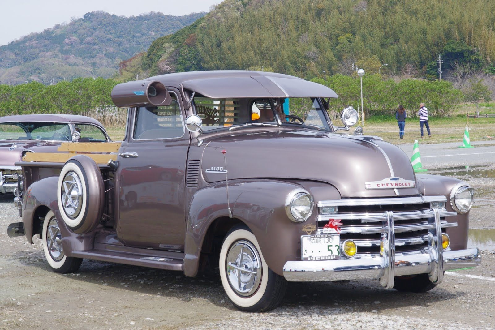 1953 Chevy Pick Up. Not my style but I like the air
