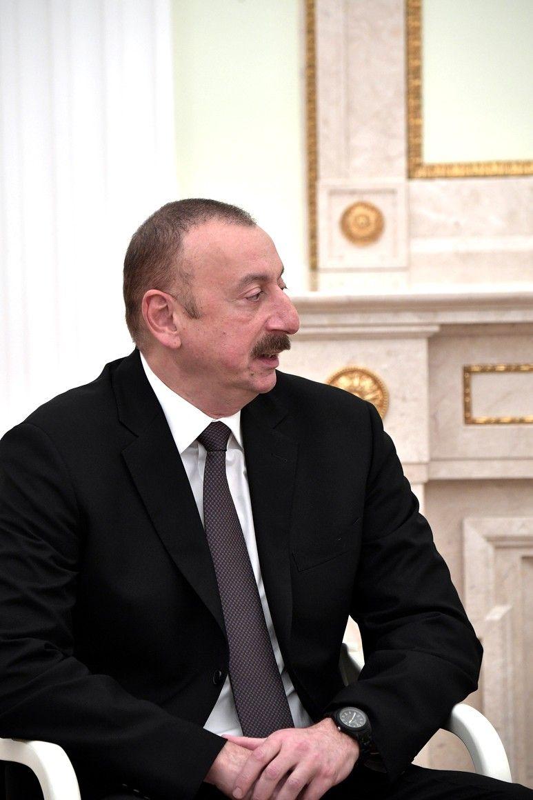 Prezident Azerbajdzhanskoj Respubliki Ilham Aliev Fashion Event Suit Jacket