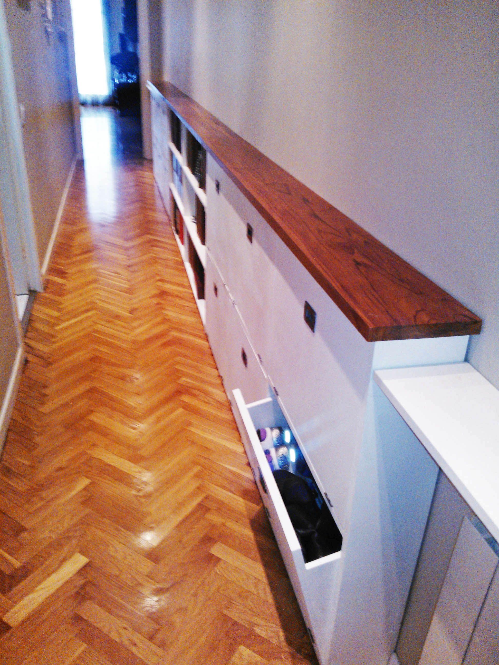 zapatero blanco con sobre de teca natural para pasillo dise o y fabricaci n propia en www. Black Bedroom Furniture Sets. Home Design Ideas