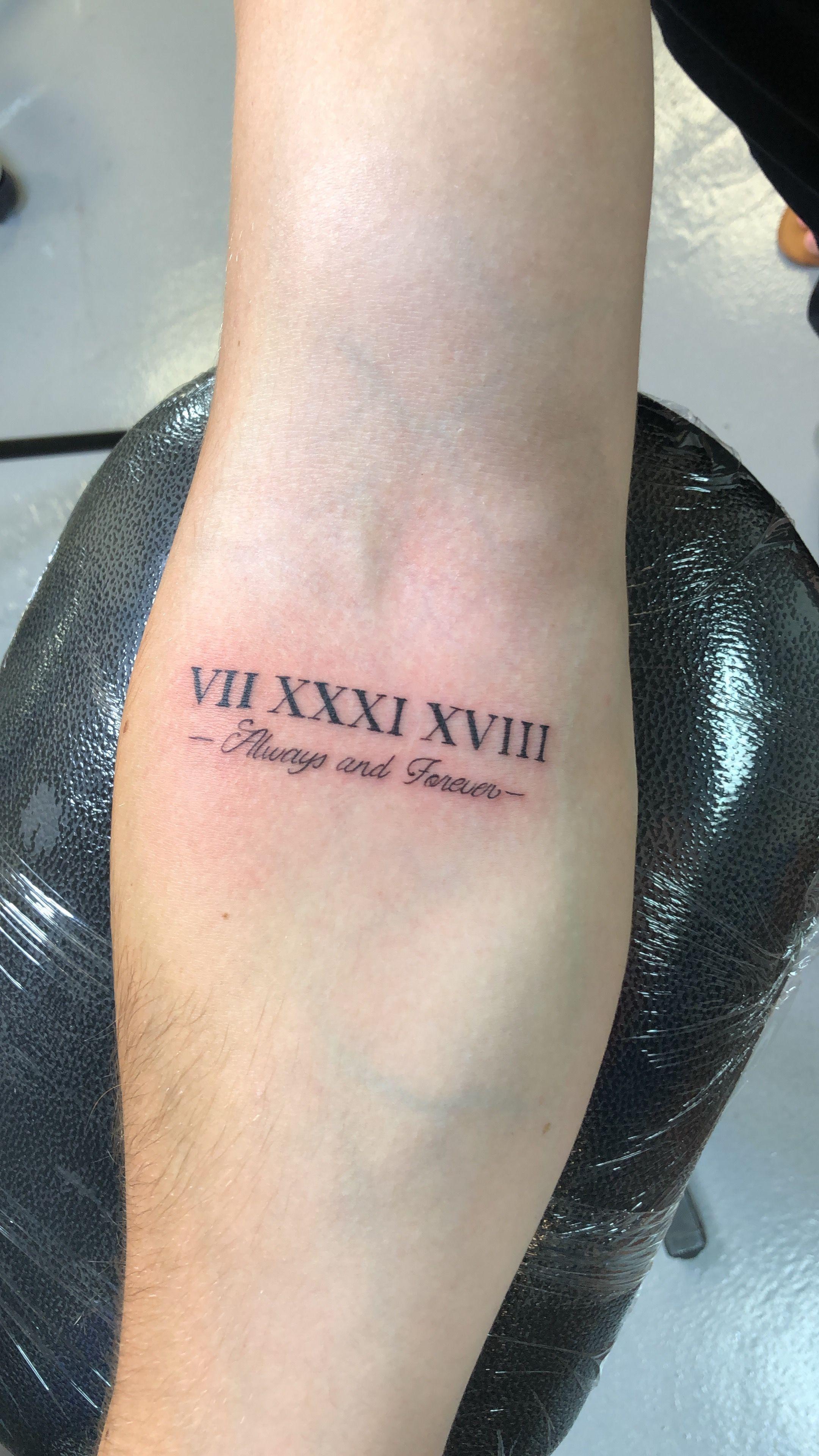 """Photo of """"VII XXXI XVIII altijd en voor altijd"""" Mens onderarm tattoo – Romeinse cijfers tatoeage gedaan door"""