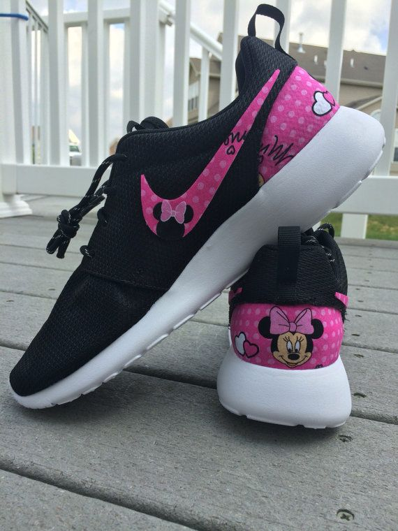low priced b4445 78ecc PINK Minnie Mouse Nike Custom Roshe in 2019 | Sueños | Disney schuhe ...