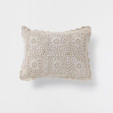 cojines cama zara home espa a tejido cojines crochet crochet cushions y crochet pillow. Black Bedroom Furniture Sets. Home Design Ideas