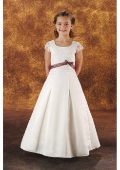 sale retailer 87272 c45ee Fascia in raso con abiti da damigella bambina eleganti ...