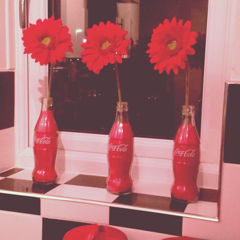 Retro, coca cola, 50\'s American diner, flowers, red, kitchen ...