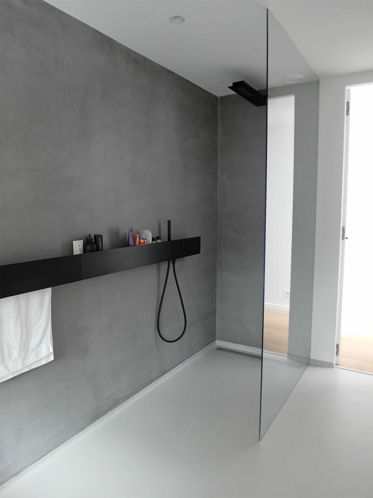 gietvloer en microcement badkamer wit grijs bathroom pinterest