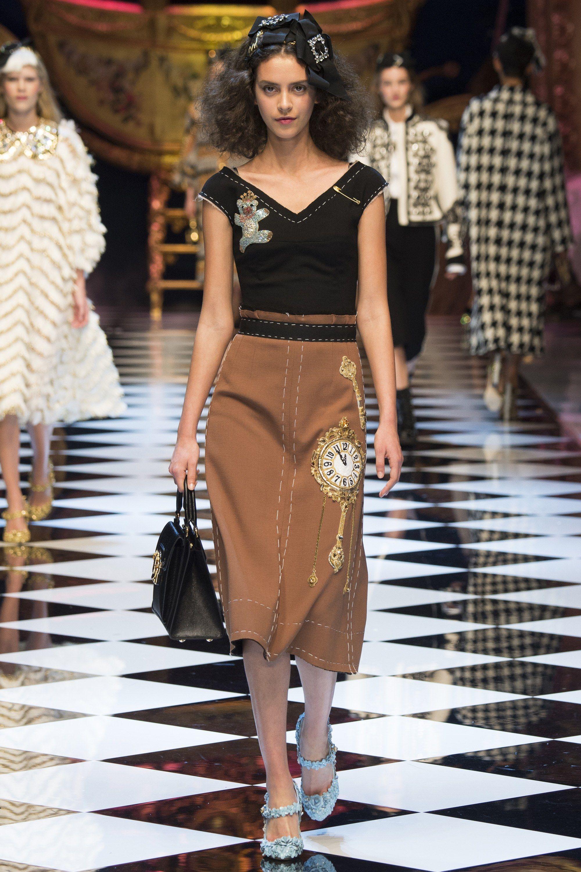 Dolce   Gabbana Fall 2016 Ready-to-Wear Collection Photos - Vogue   DolceGabbana  fashion  sexy  Koshchenets 4e73b122436