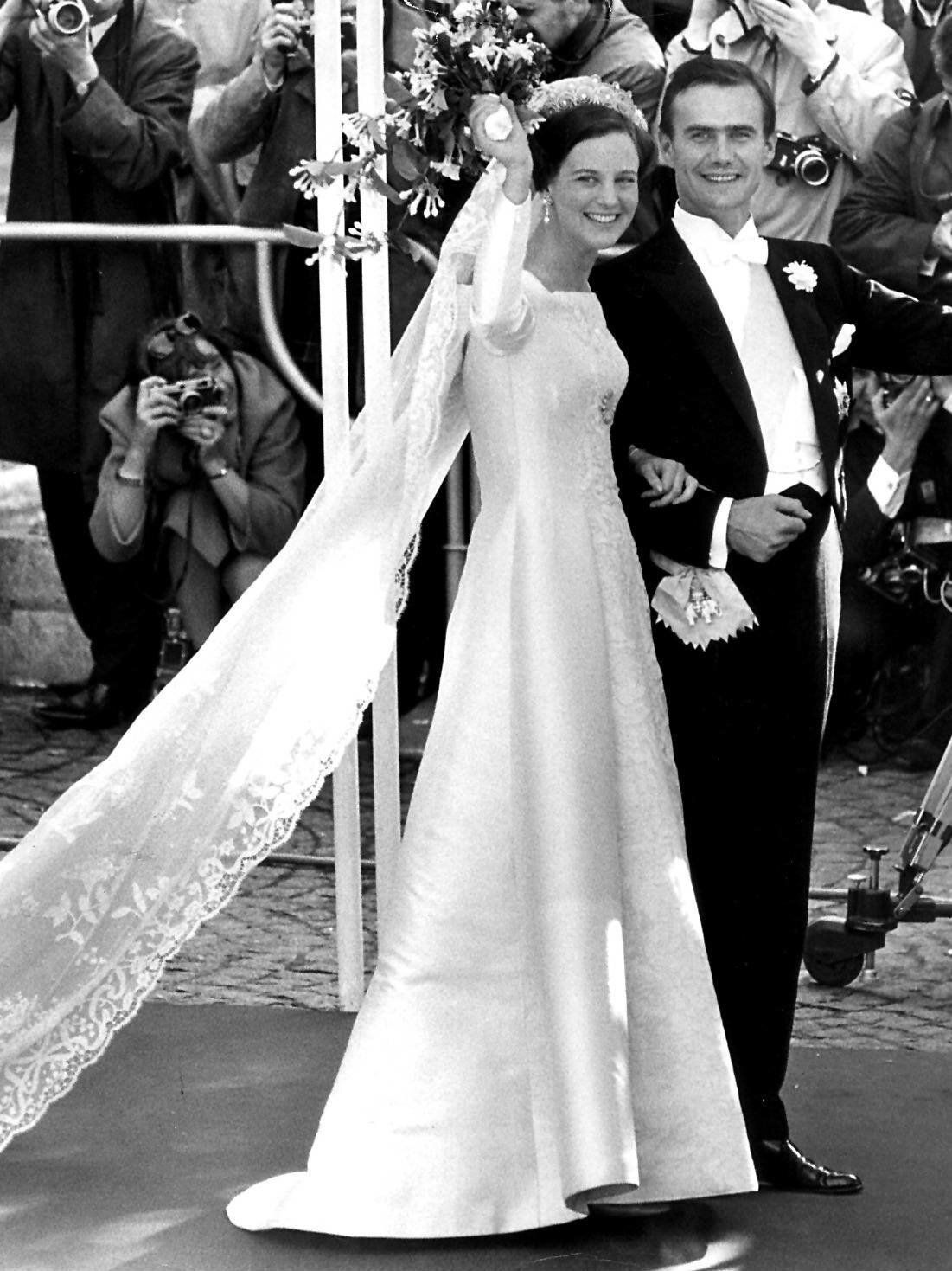 Konigin Margrethe Eine Frau Von Format Wird 80 In 2020 Konigliche Hochzeitskleider Braut Portraits Royale Hochzeiten