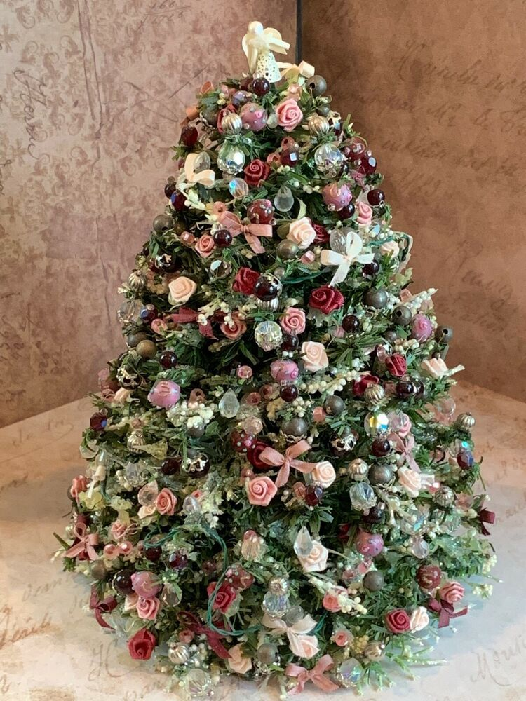 Dollhouse Miniature Artisan Christmas Holiday Gold Ribbon Wreath