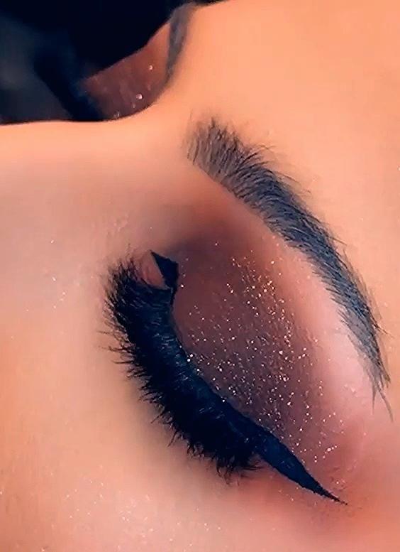 Photo of Sparkly Brown Smokey Eye