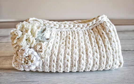Click here for your FREE advanced technique videos ---> http://eepurl.com/cztt5P INSTANT PDF DOWNLOAD CROCHET PATTERN --------------------------------------------------------------- Crochet something different using this Small Bag Pattern! This sweet evening clutch is fit for a bride!