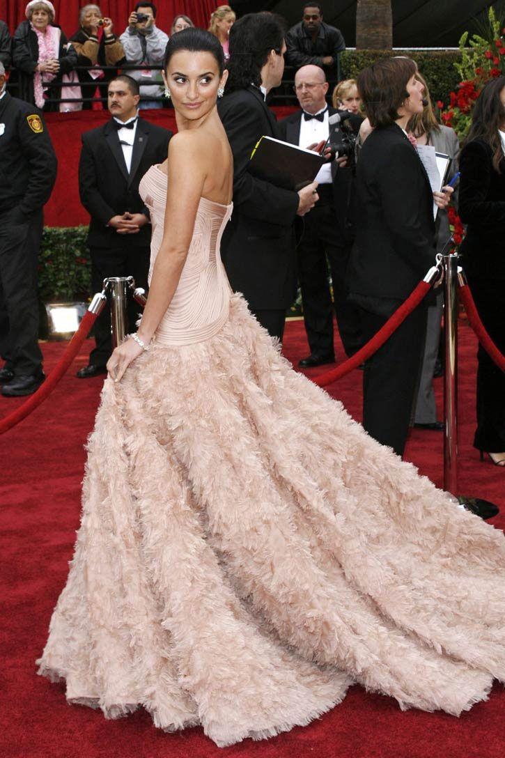 Penelope Cruz 2007 - One of the most AMAZING Oscar dresses ever ...
