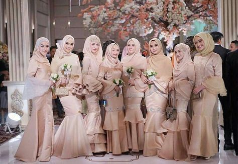 Pin By Che Nur On Huhu Muslimah Wedding Dress Hijab Dress Party