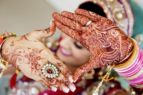I think I've found how I want my henna when I get married...but I gotta meet the guy first! :)