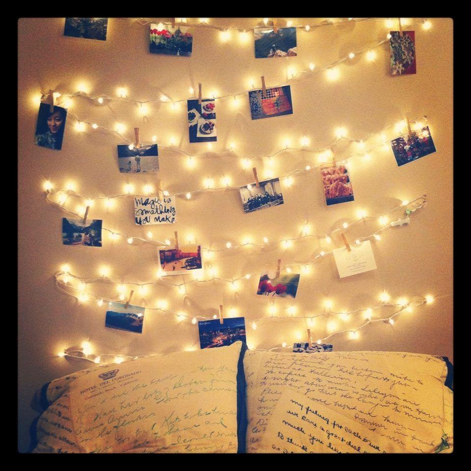 durch die beleuchtung werden die postkarten fotos noch sch ner hervorgehoben sieht. Black Bedroom Furniture Sets. Home Design Ideas