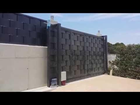 Puerta corredera y verja residencial de chapa trenzada - YouTube