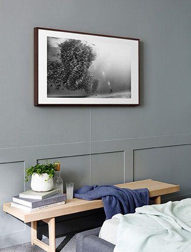The Frame mit der Invisible Connection an der Wand, zu sehen auf
