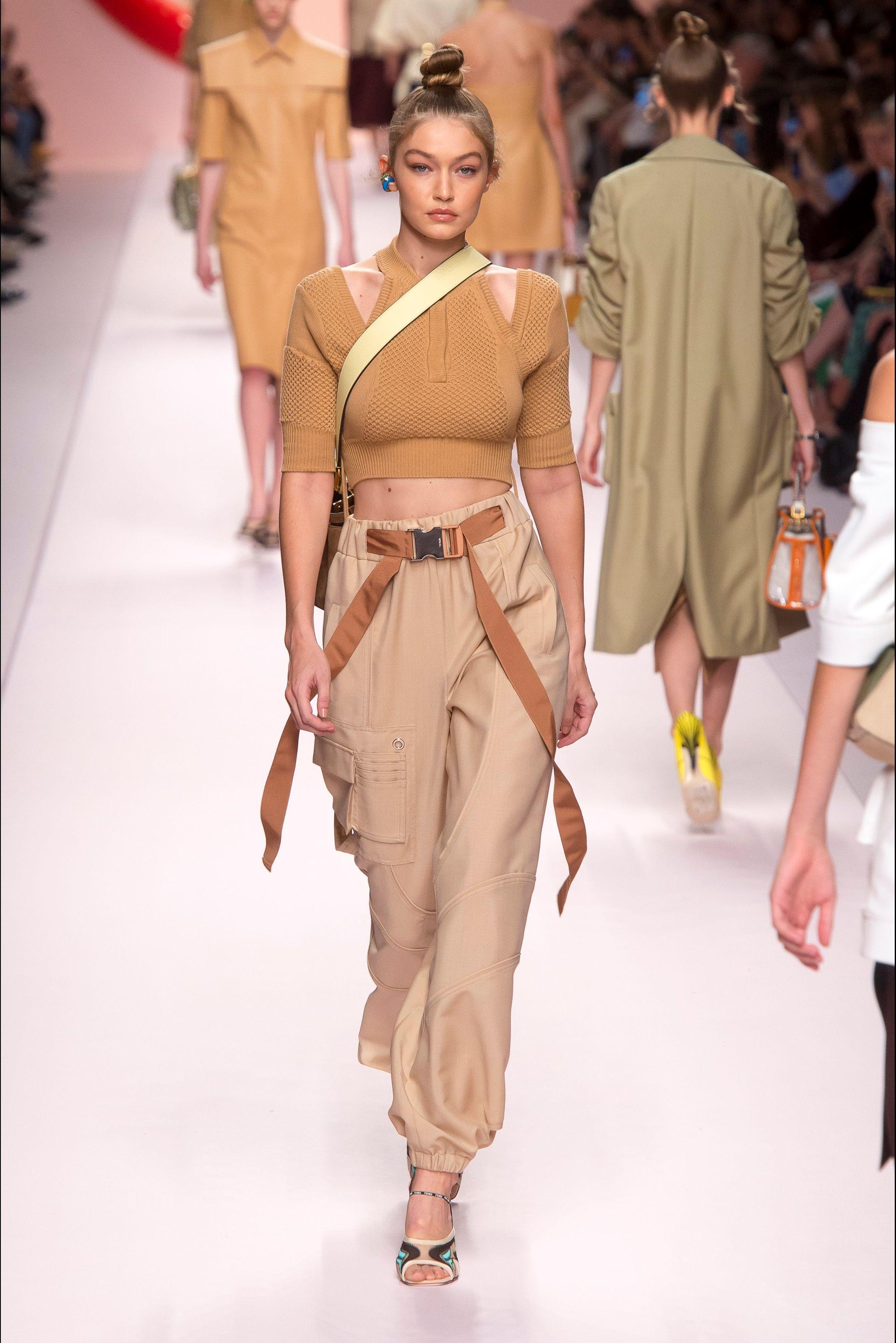 Sfilata Fendi Milano - Collezioni Primavera Estate 2019 - Vogue ... 6b6a2885a5b