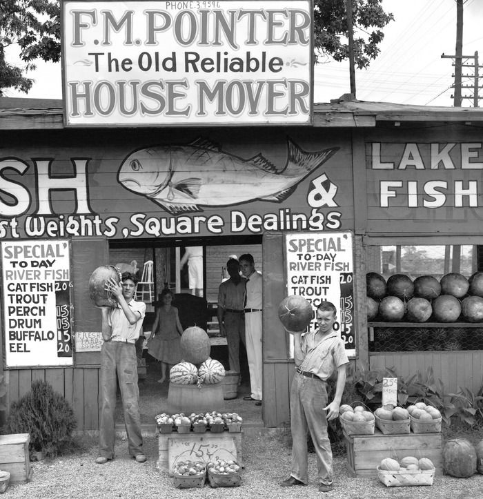 Roadside Stand near Birmingham, 1936, Walker Evans (1903-1975)