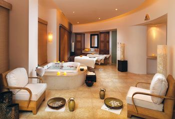 One of the finest spas in the world, the Signature Le Blanc Spa features a unique blend of Asian and European traditions, providing guests with a refreshing and rejuvenated experience for the mind, body and spirit.