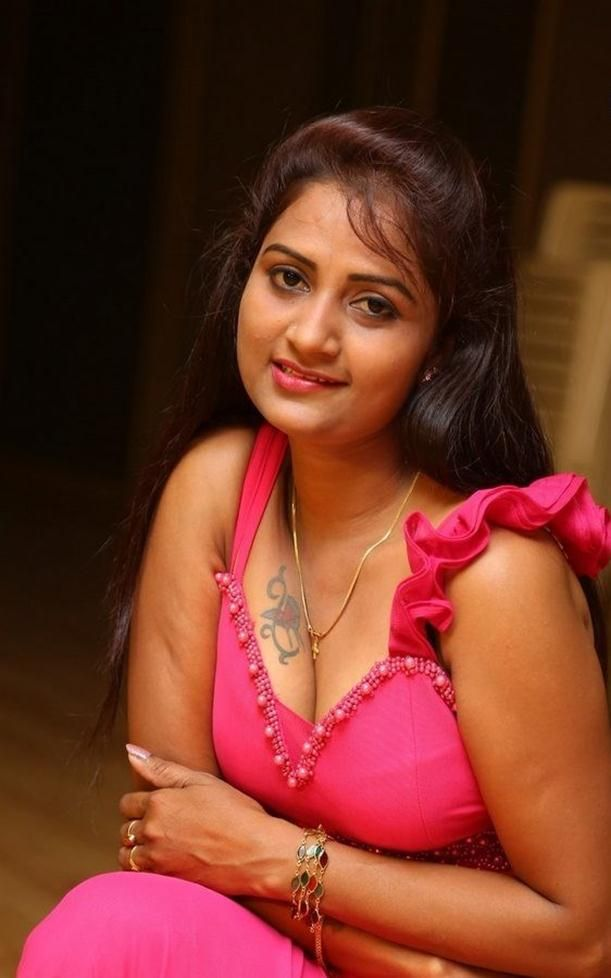 Nice Telugu Actress Kaveri New Hd Photoshoot Stills -9545