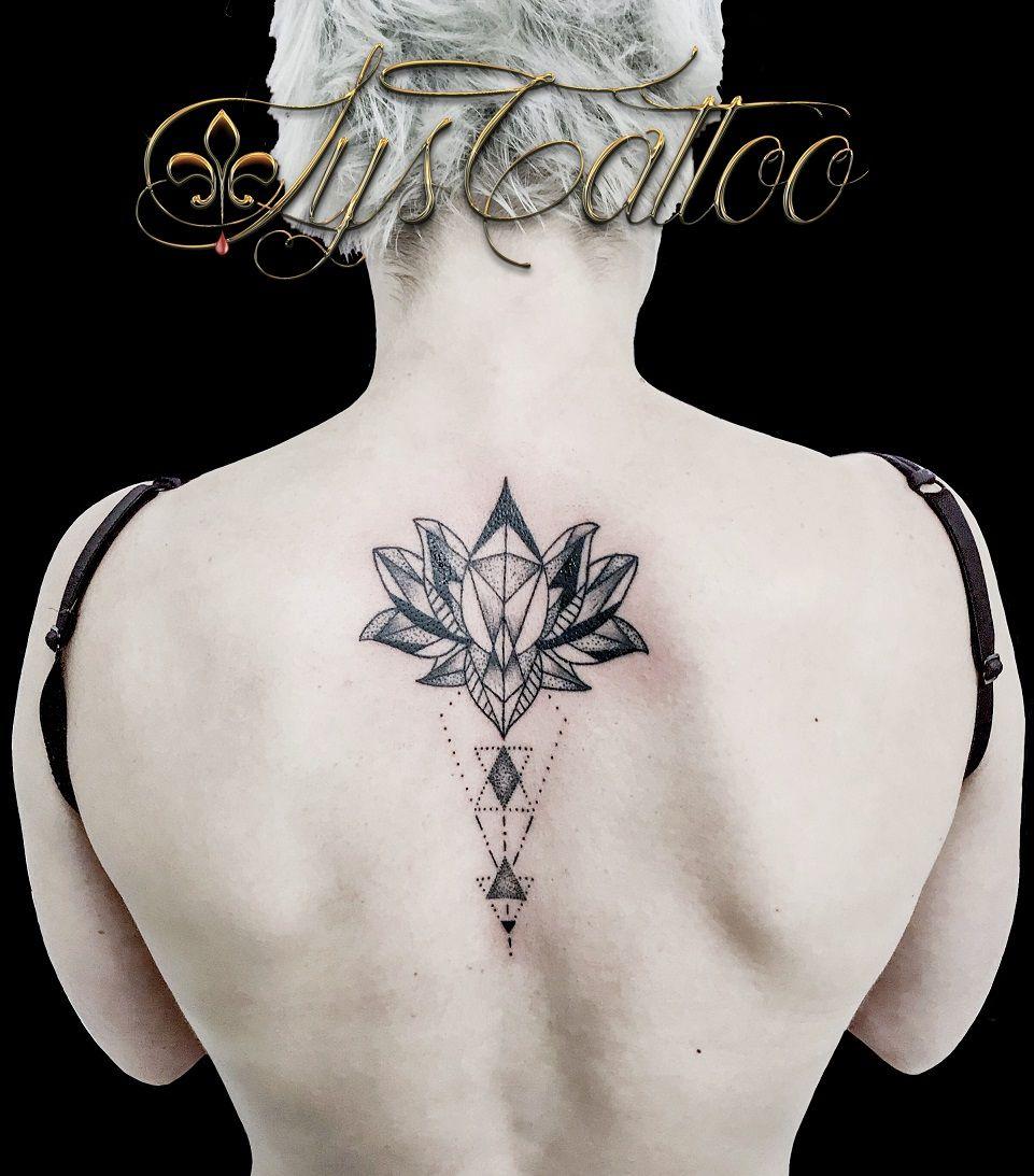 Tatouage Haut Du Dos Colonne Vertebrale Femme Fleur De Lotus