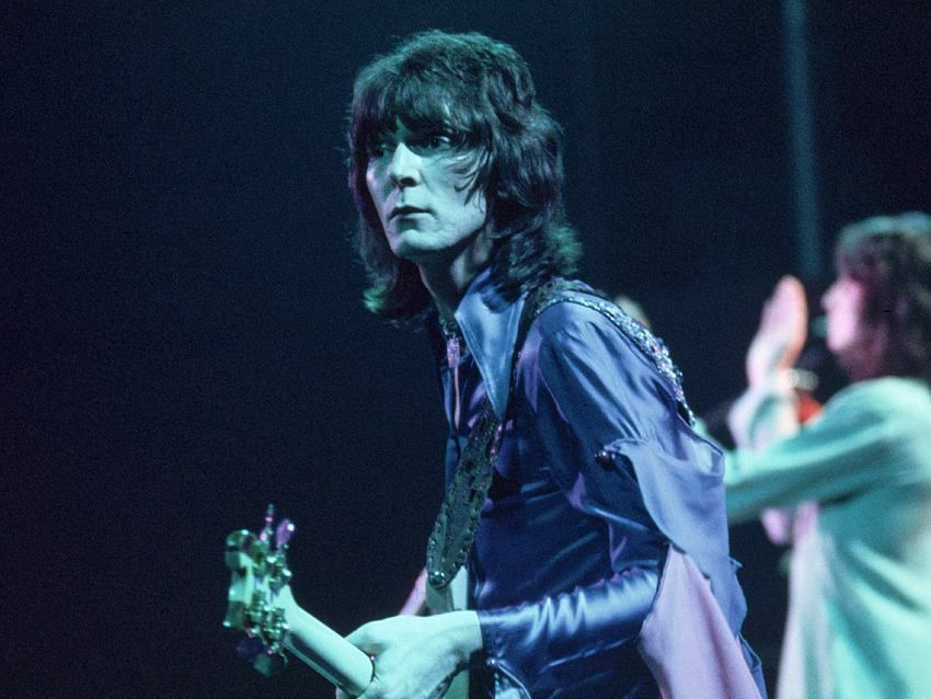 """All you've got to do is hold out your hand"" #chrissquire #fishoutofwater #fish"