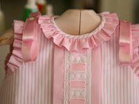 0a2018e9a Ropa bebé: Vestido en piqué con batista rosa y puntilla suiza ...