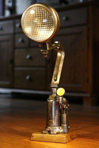 luminaire lampe r cup 39 recyclage ancien phare de tracteur. Black Bedroom Furniture Sets. Home Design Ideas
