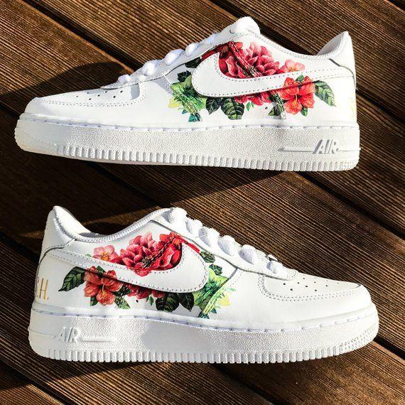 Create your own custom sneakers Geverfde schoenen