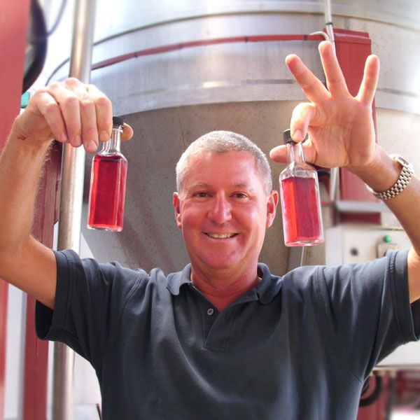 Mark says that a good wine should always be perfectly transparent. And what a color!